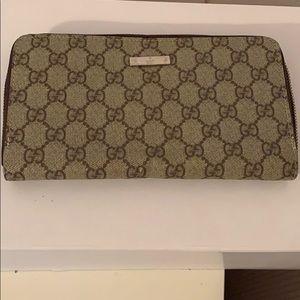 Gucci wallet!✨